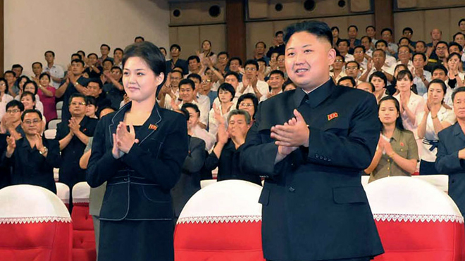kim_jong_un_and_woman.jpg