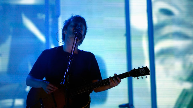 Thom-Yorke-Band-Radiohead-Performs