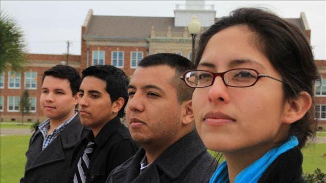 College-Latinos_art.jpg