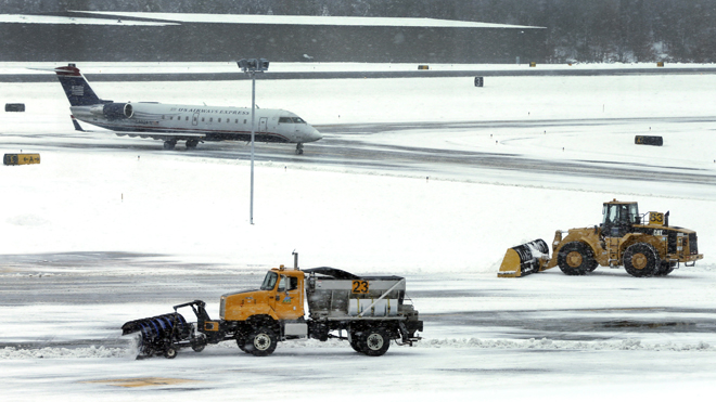 NortheastSnow_airlines020813.jpg