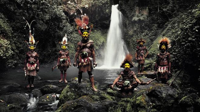 Photographer captures breathtaking images of world's vanishing tribes