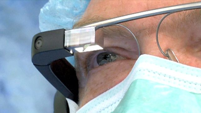 Doc uses Google Glass to live-stream surgery